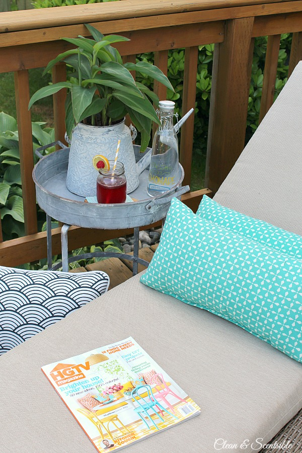 Love this vintage inspired patio table!