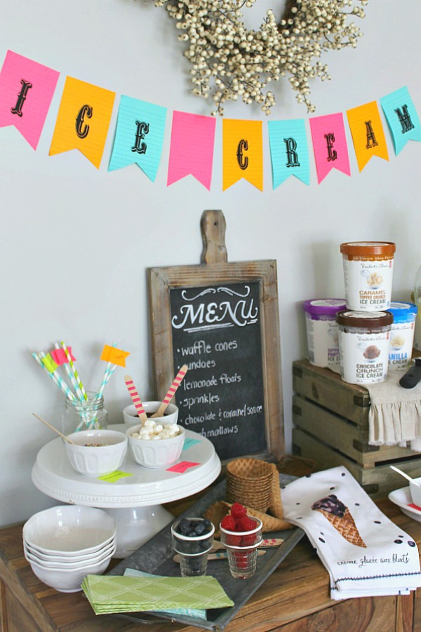 Fun ideas for a simple summer ice cream party using Post-it notes!