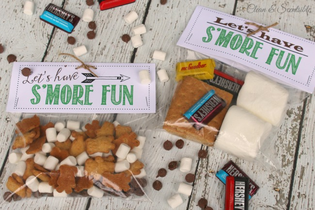 Div hunt outdoor scavenger hunt and s'mores treat toppers with free printables included! Isto seria divertido para uma festa ao ar livre ou para uma viagem de campismo.'mores treat toppers with free printables included! This would be fun for an outdoor party or camping trip.
