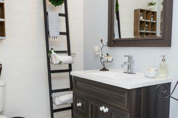 How to Declutter the Bathroom {The 6 Week Decluttering Challenge}