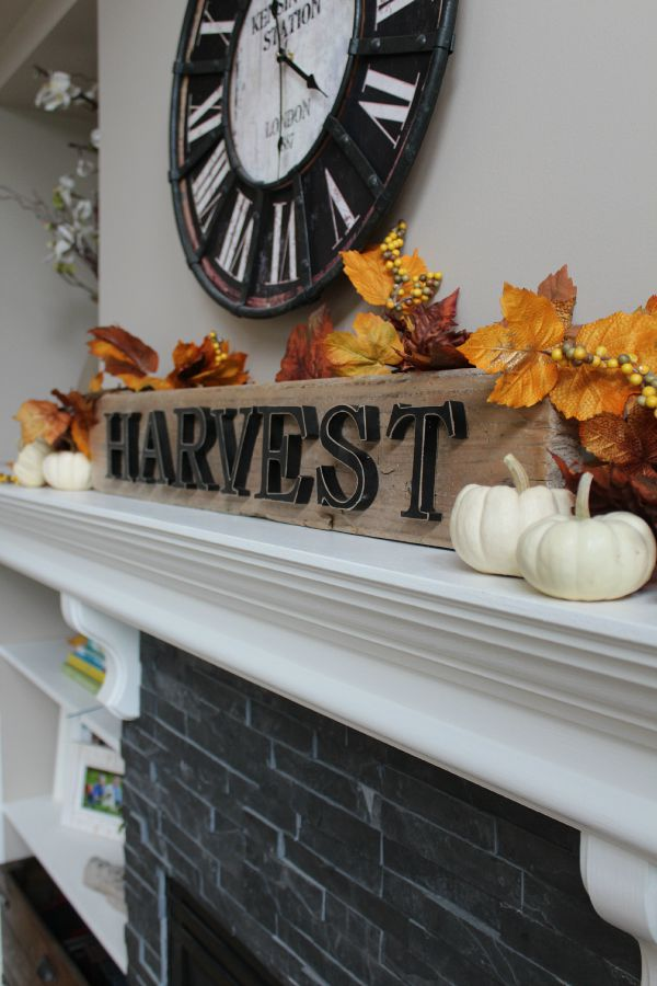 Beautiful fall home tour with lots of simple fall decor ideas! //cleanandscentsible.com