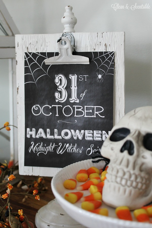 Chalkboard Halloween printable.