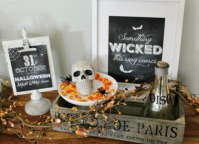 Two designs of free chalkboard Halloween printables for Halloween decor.