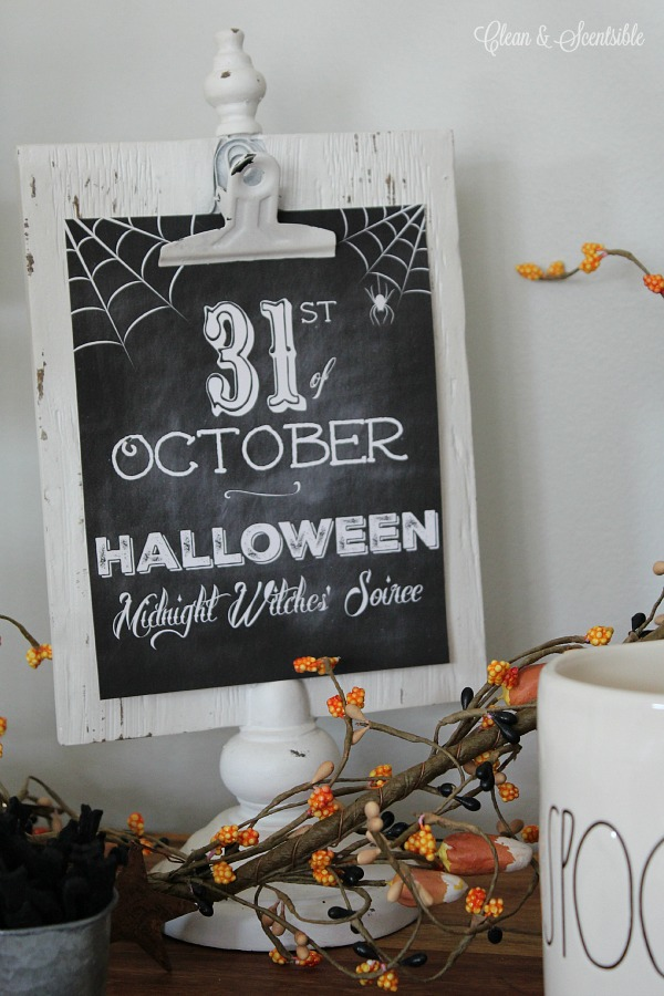 Free chalkboard Halloween printables.  Love these!