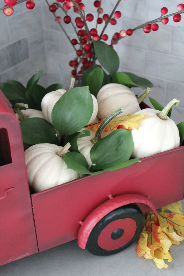 Beautiful ways to display pumpkins for your fall decor.