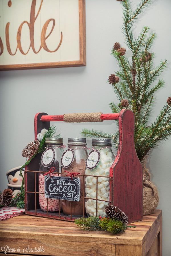 Love this cute hot cocoa bar! This would make such a fun Christmas gift idea!