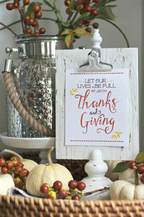 Free Thanksgiving printables with lots of creative ways to use them in your decor!