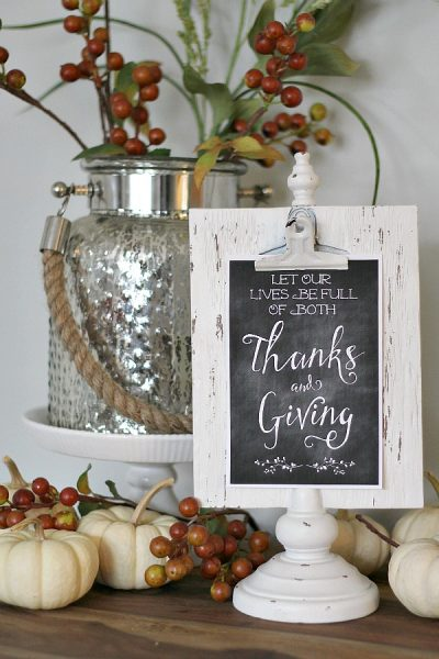 Free Thanksgiving printables in two styles along with tips for how to use them to decorate your home for the different seasons.