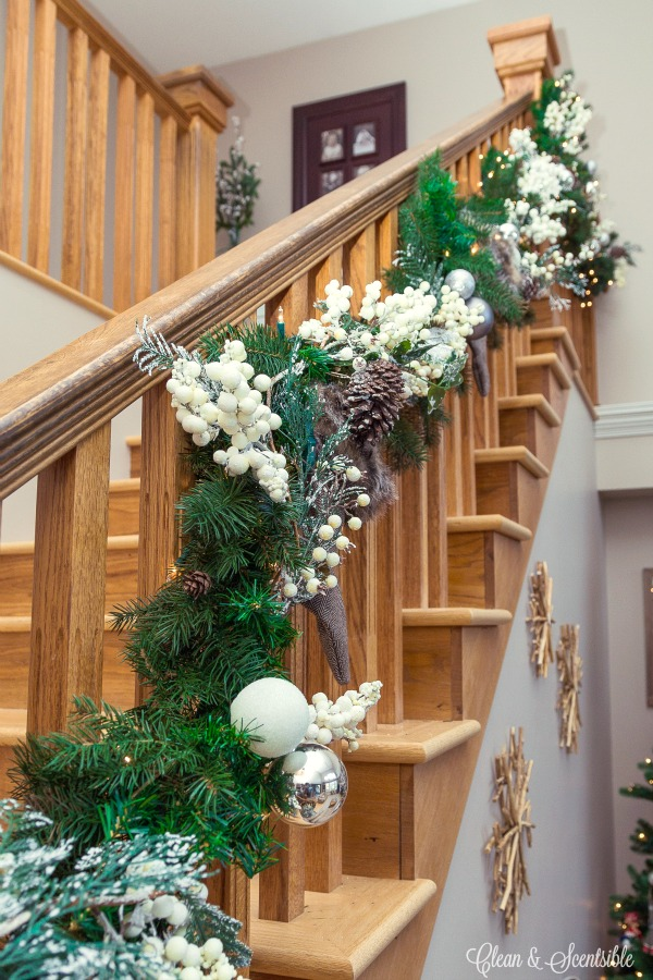 great tips on how to put together a pretty christmas garland and how to hang it - Banister Christmas Garland Decor