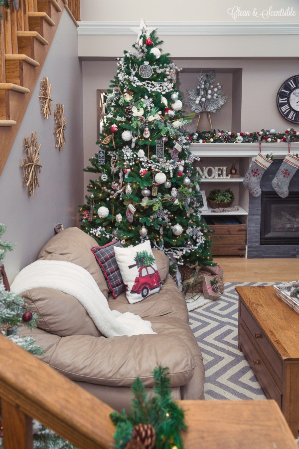 gorgeous christmas home tour in classic red and white lots of easy christmas decorating ideas