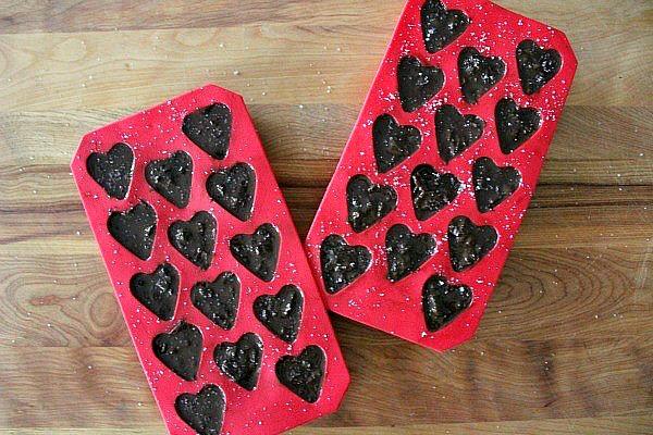Make these delicious bacon chocolate hearts for a unique Valentine's Day gift!  A definite taste sensation!