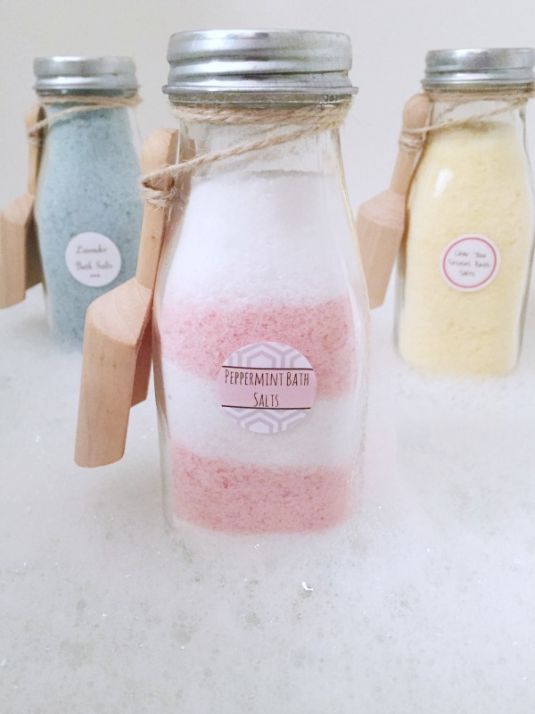 Soak your worries away with these DIY bath salts! They are SO easy to make and are a great gift idea! Free printable labels included!