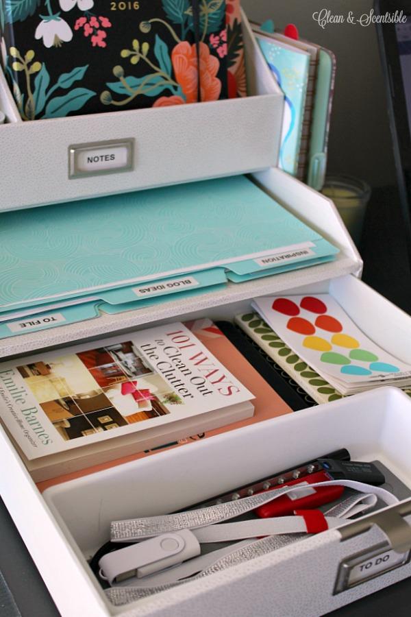 Desk Organization Ideas Part - 20: I Love These Simple Organization Ideas To Keep Your Desk Neat And Organized!