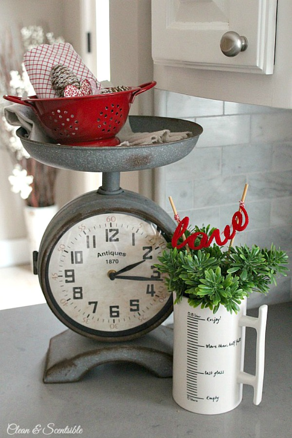 Lots of cute Valentine's Day decor ideas!