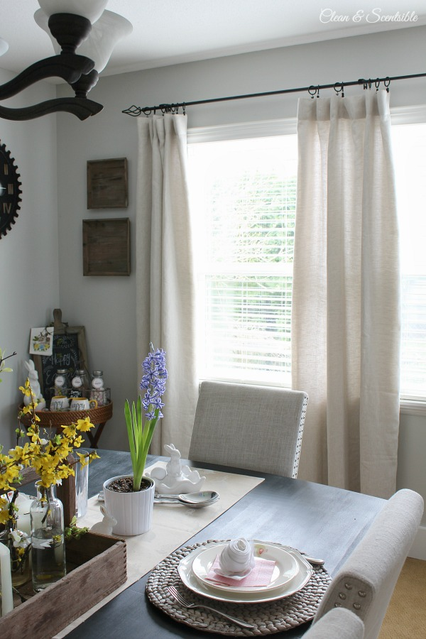 Make sure you purchase the correct sized curtains with these tips for picking the right curtain panel length, width, and fullness as well as how to hang them!