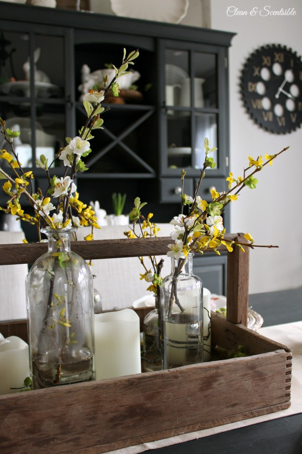 Simple and pretty Spring and Easter tablescape ideas!