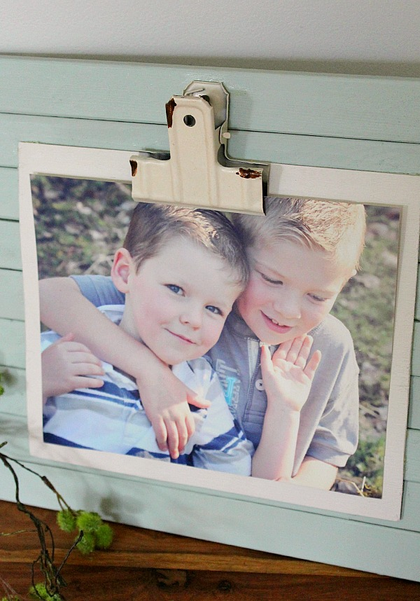 DIY Rustic Photo Frame. Use a clip to easily change out photos.