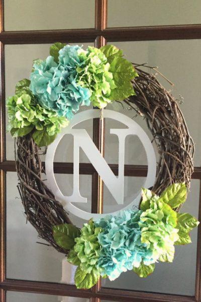 Beautiful DIY spring wreath. I love the hydrangeas!