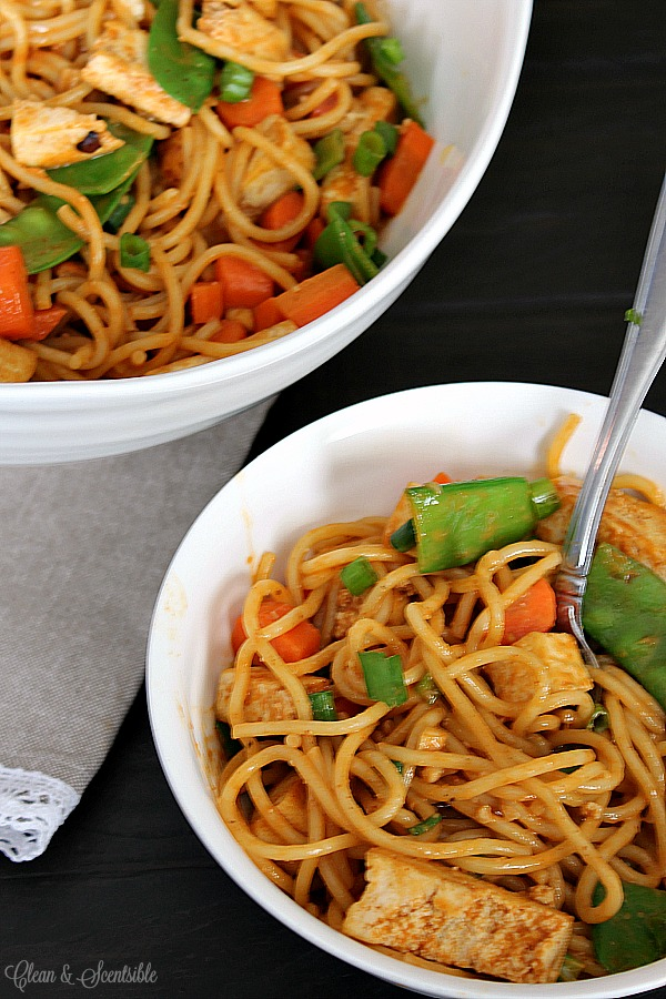 Delicious curry-peanut noodle bowls - can add tofu for a vegetarian option or chicken. Such a quick and easy dinner idea in less than 30 minutes!
