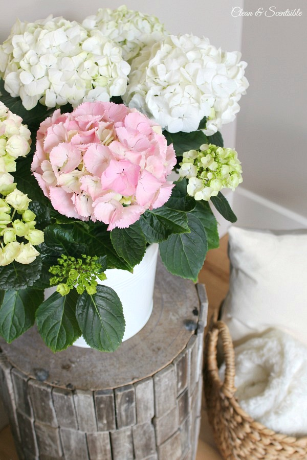 Quick and easy ways to decorate your home with flowers.