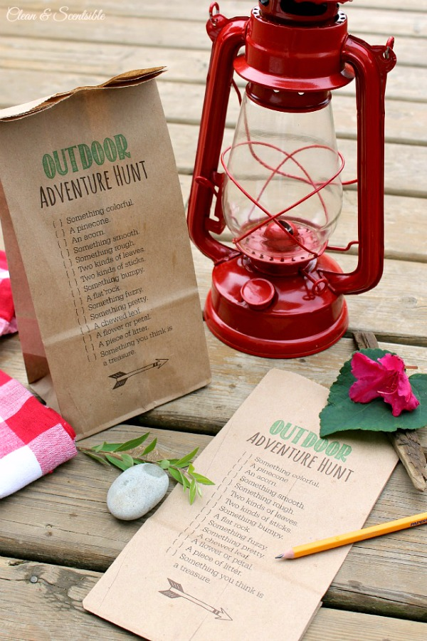 Love this idea for an outdoor scavenger hunt - use for camping trips, boy scouts, parties and more! Free printable included.
