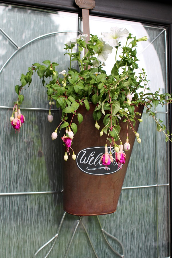 Love this idea to use a bucket with fresh flowers for the front door instead of a wreath!