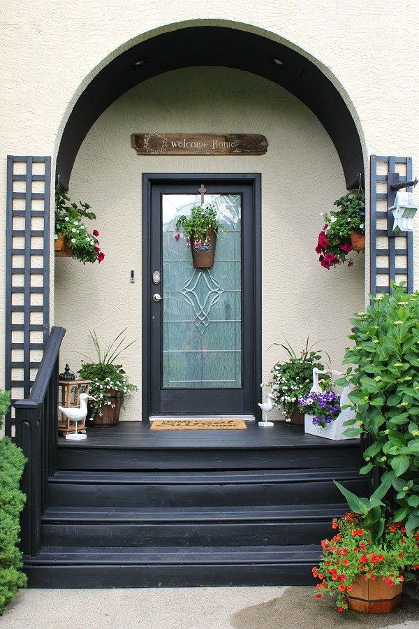 Simple summer decorating ideas for your front porch or patio. Beautiful! & Summer Front Porch Decorating Ideas - Clean and Scentsible