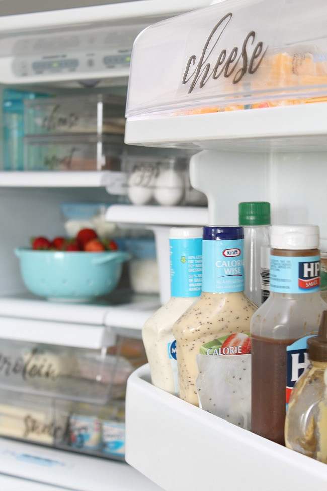 Great ideas to help organize the fridge and free printable fridge labels. Love this!
