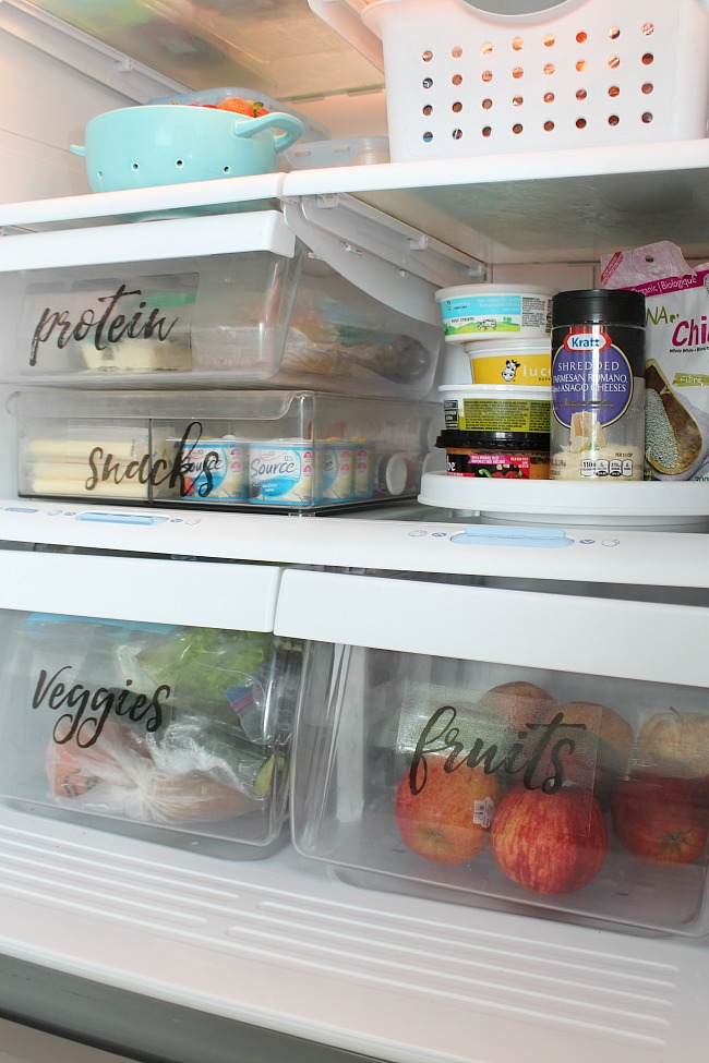 Great ideas to help organize the fridge and free printable labels. Love this!