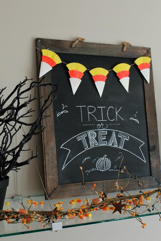 Candy corn Halloween bunting using cupcake liners.