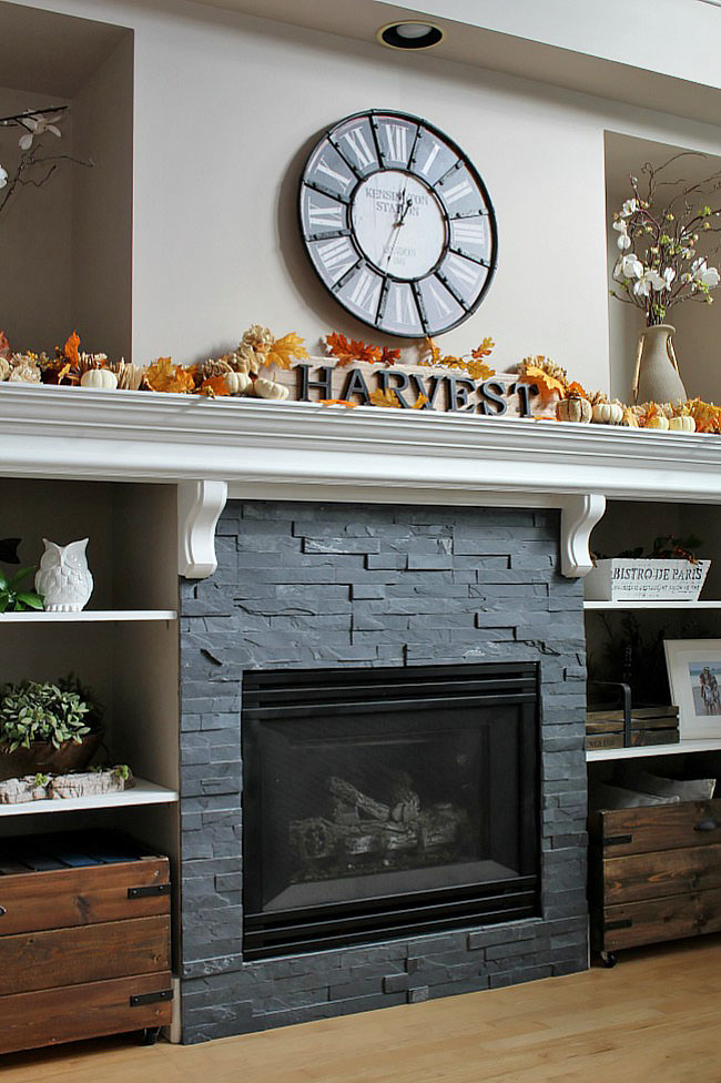 Cozy fall home tour with traditional fall colors and a farmhouse style touch.