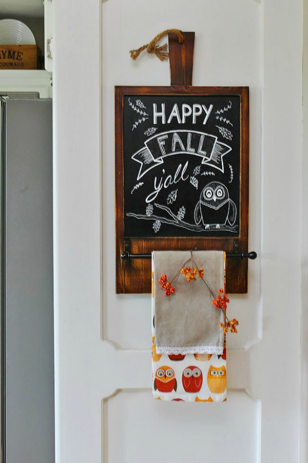 Lots of fall chalkboard inspiration and tips to create your own chalkboard art.