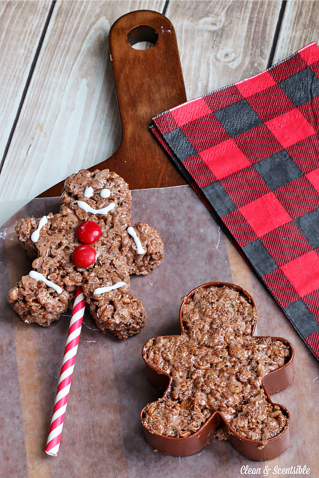 Chocolate Rice Krispie Gingerbread Pops. These are SO cute and super easy to make. Such a fun Christmas treat perfect for parties or class treats.