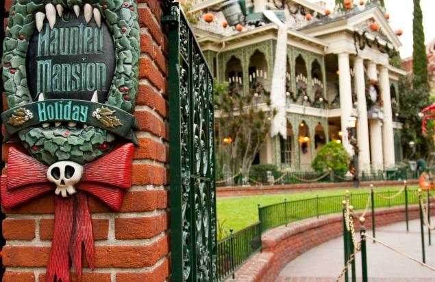 Disneyland Haunted Holiday Mansion. Top 10 things to see at Disneyland at Christmas.