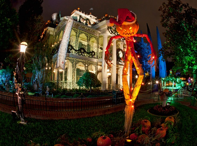 disneyland haunted holiday mansion top 10 things to see at disneyland at christmas