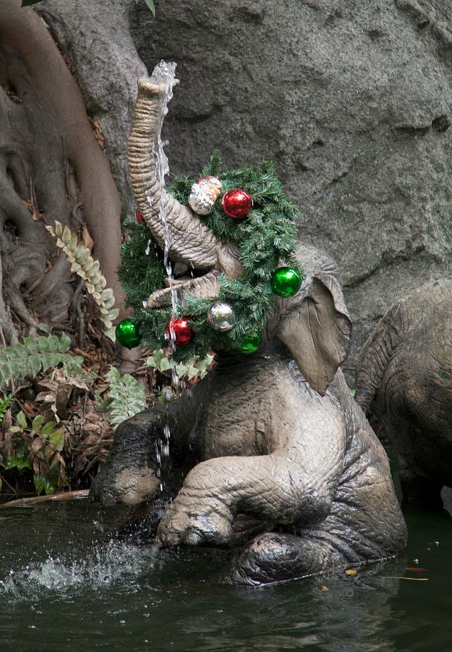 10 Magical Things to See at Disneyland at Christmas.