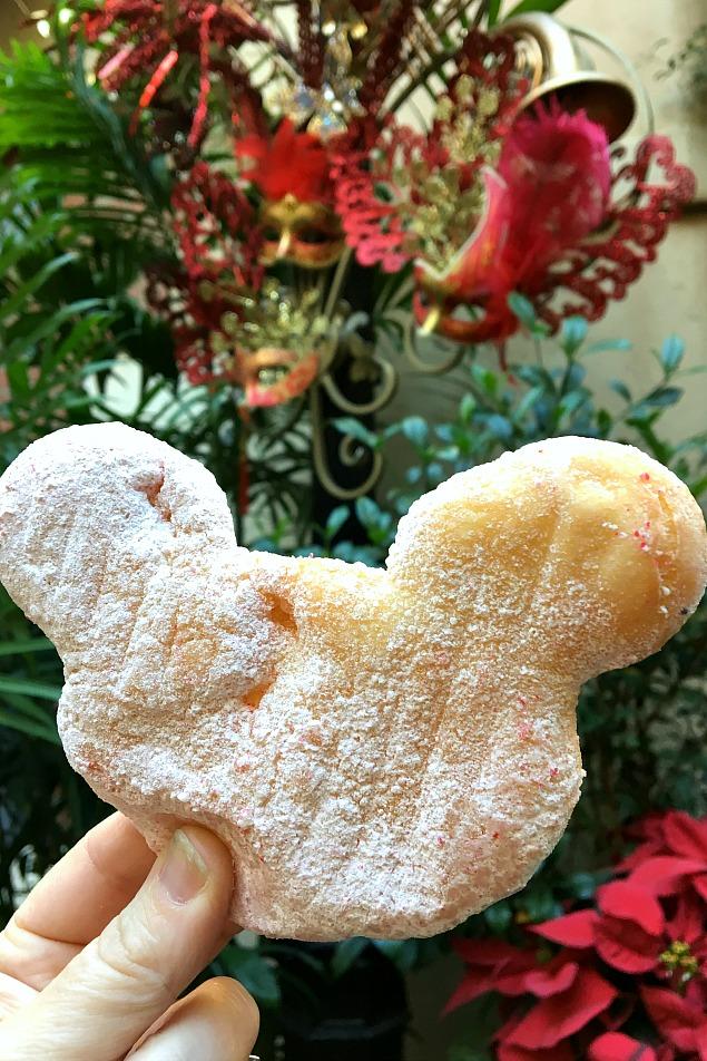 0 Magical Things to See at Disneyland at Christmas.