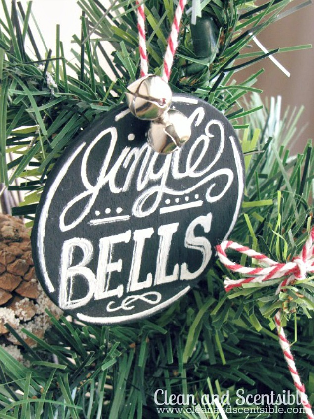 Create these chalkboard art ornaments to add to your Christmas tree or other Christmas decor.