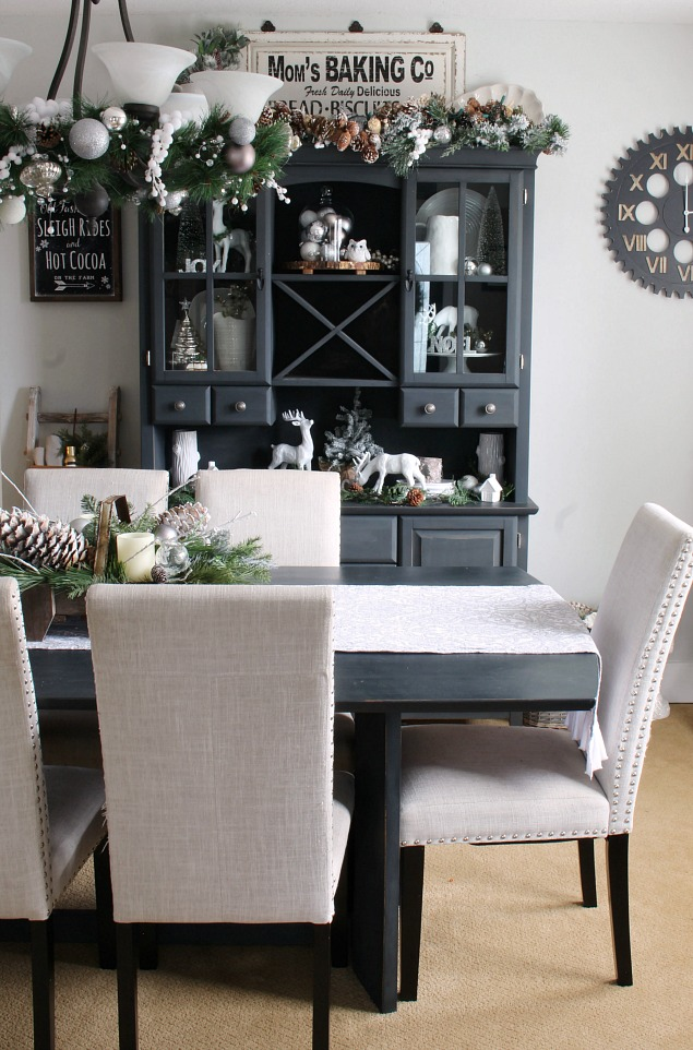 Christmas Dining Room - Clean and Scentsible