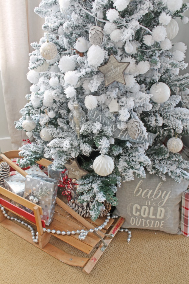 Beautiful neutral Christmas dining room. Lots of Christmas decorating ideas to add that soft, winter's touch. I love the flocked Christmas tree!