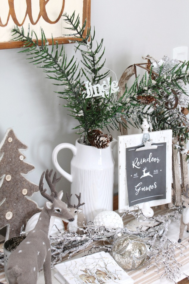 Beautiful neutral Christmas dining room. Lots of Christmas decorating ideas to add that soft, winter's touch.