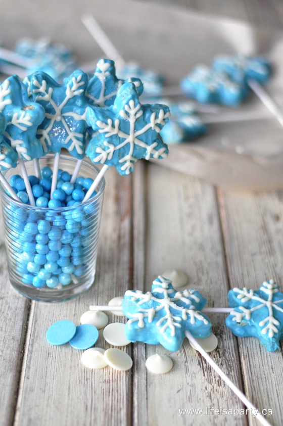 Disney Frozen Rice Krispie Treats.Quick, cute and easy Christmas Rice Krispie treats! Fun for class treats, Christmas parties or fun dessert ideas!