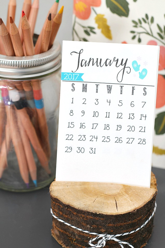 free printable 2017 calendar perfect for your desk or office makes a cute gift