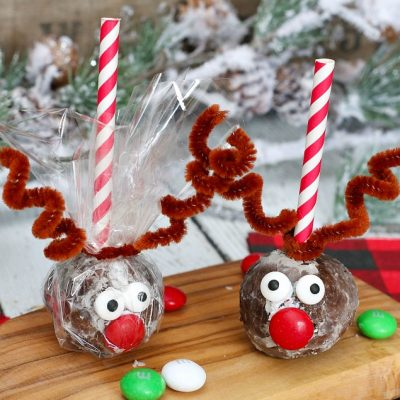 Donut hole reindeer treats wrapped up for a cute and easy Christmas treat!