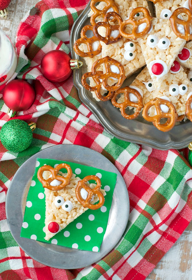 Rudolph Rice Krispie Treats.Quick, cute and easy Christmas Rice Krispie treats! Fun for class treats, Christmas parties or fun dessert ideas!