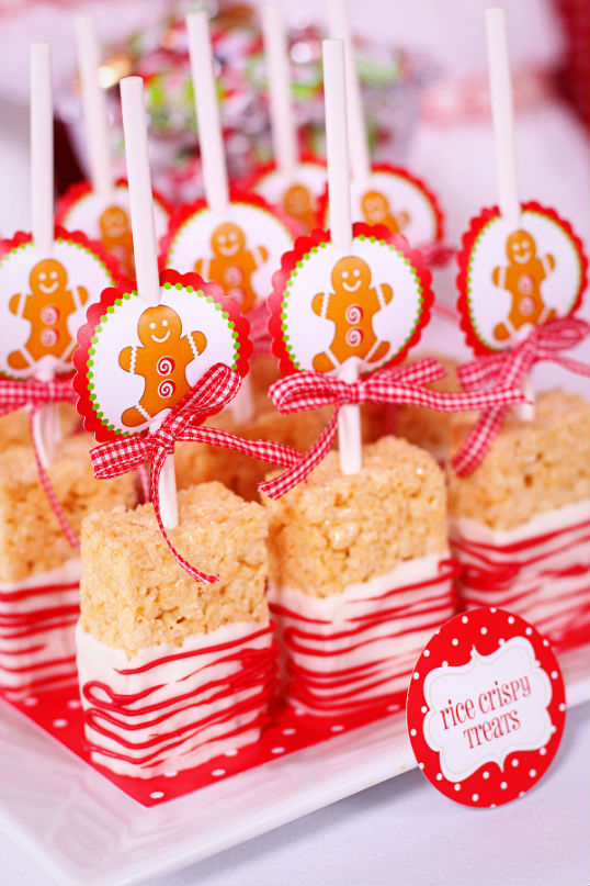 Gingerbread Rice Krispie Treats.Quick, cute and easy Christmas Rice Krispie treats! Fun for class treats, Christmas parties or fun dessert ideas!
