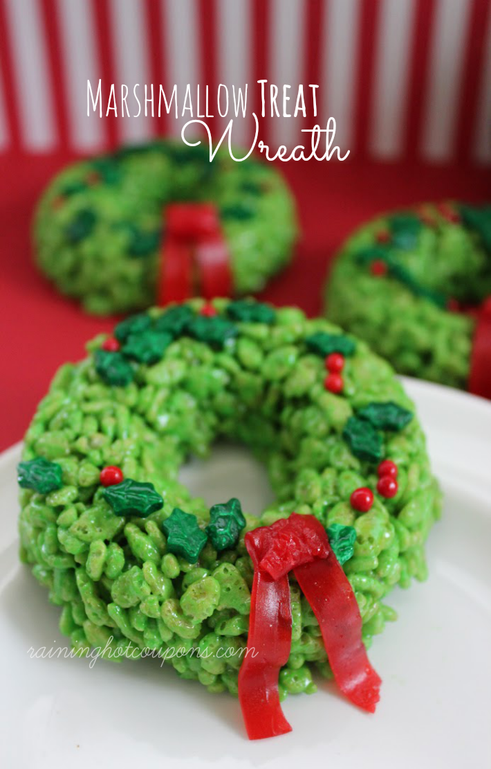 Christmas wreath Rice Krispie treats.Quick, cute and easy Christmas Rice Krispie treats! Fun for class treats, Christmas parties or fun dessert ideas!