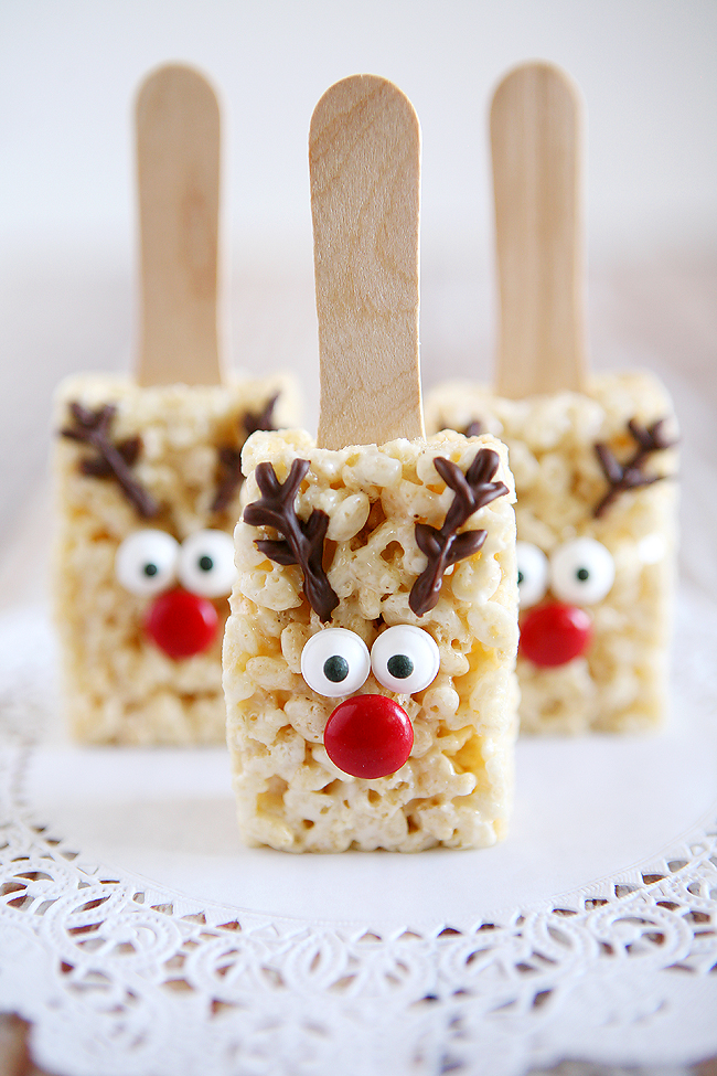 Reindeer Rice Krispie Treats.Quick, cute and easy Christmas Rice Krispie treats! Fun for class treats, Christmas parties or fun dessert ideas!