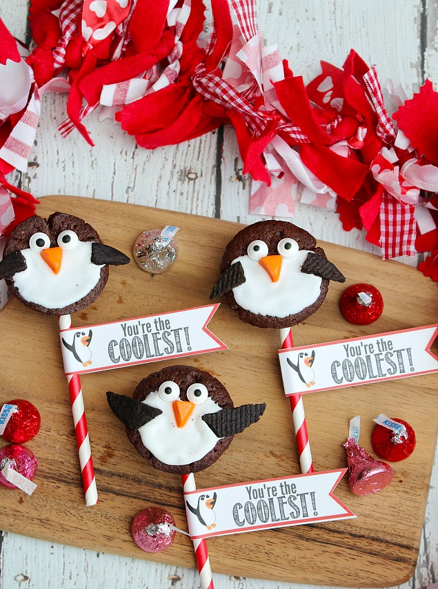 Quick And Easy 2 Bite Brownie Penguin Valentineu0027s Day Treats. Free  Printables Included.
