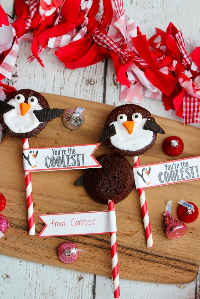 Quick and easy 2 bite brownie penguin Valentine's Day treats. Free printables included.